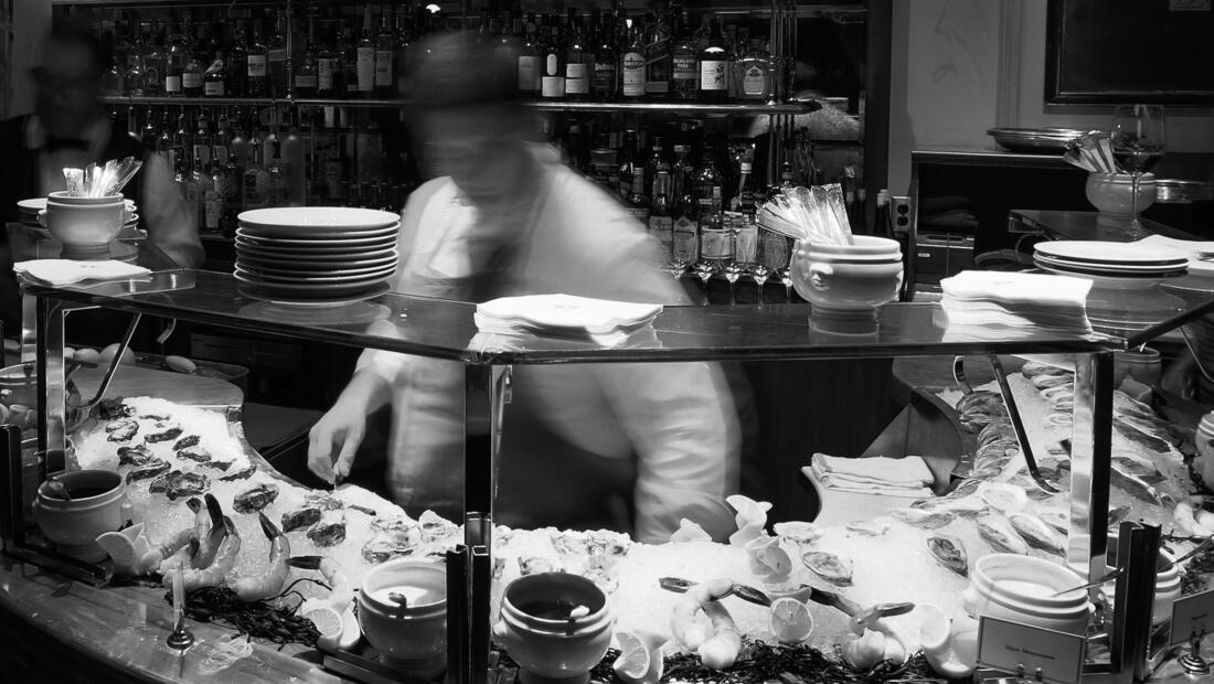 Bouchon Bistro Yountville oyster bar